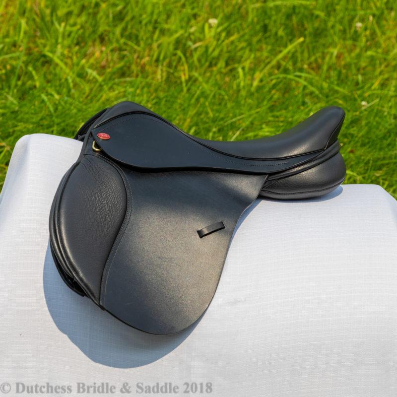 Kent & Masters Pony Saddle demo in black leather
